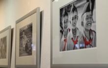 Das Augustinus Gymnasium zu Besuch bei der Fotoausstellung der Stiftung