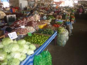 Markt in der Nähe von Ban Sikeud, hier findet man die volle Auswahl an Obst und Gemüse, alles frisch vom Erzeuger