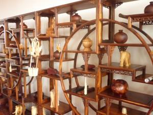 Kleinere Gegenstände aus auf Hochglanz polierten Holz