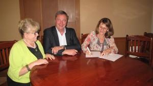 Unterzeichnung der Kooperationsvereinbarung zwischen der Stiftung Engel für Kinder und Prof. Dr. Isabel Martin von der Pädagogischen Hochschule Karlsruhe