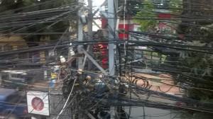 Verkabelung an der Hauptstraße in Vientiane